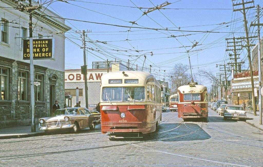 Nimi: photo-toronto-lansdowne-looking-n-from-bloor-pcc-streetcars-and-trolley-bus-note-lansdowne-theat.jpg