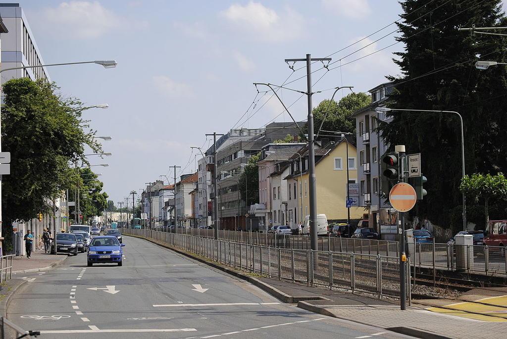 Nimi: Frankfurt-Eschersheim_-_Eschersheimer_Landstraße.jpg Katselukertoja: 529 Koko: 144,4 KB
