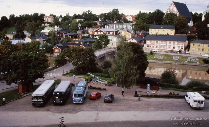 Helsingin Bussiliikenne 157, 33 ja 300