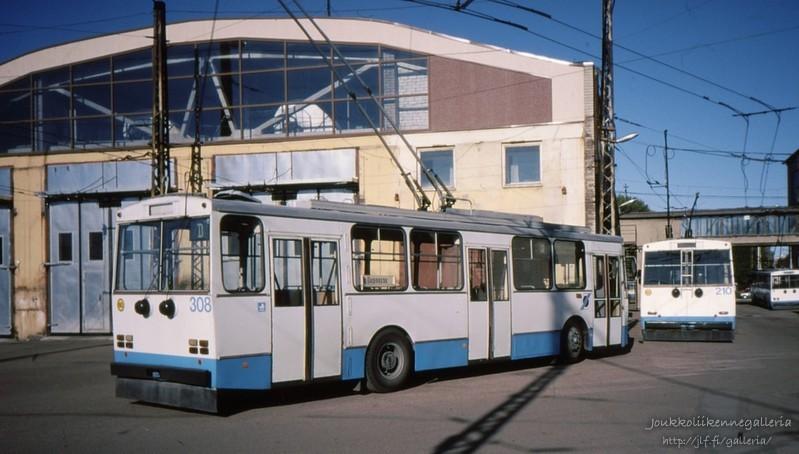 Tallinna Trammi- ja Trollibussikoondis 308 ja 210.